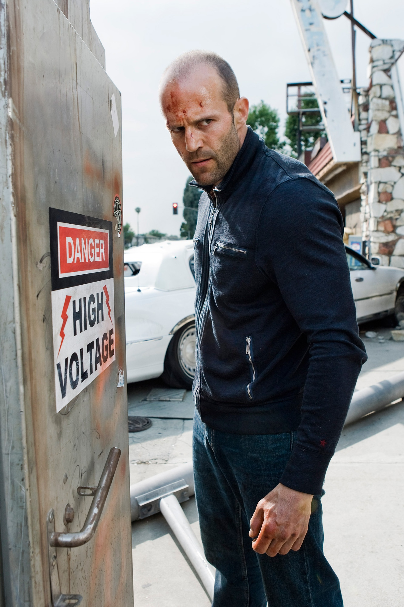 statham single parents Jason statham dives in at the deep end for a man-vs-shark update  a marine  biologist, single mother (of a very cute kid) and unlikely love.